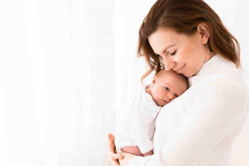 Newborn-Neugeboren-baby-babybauch-1