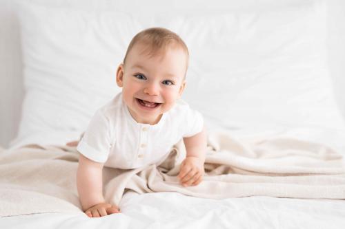 Newborn-Neugeboren-baby-babybauch-11