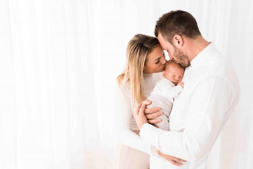 Newborn-Neugeboren-baby-babybauch-7